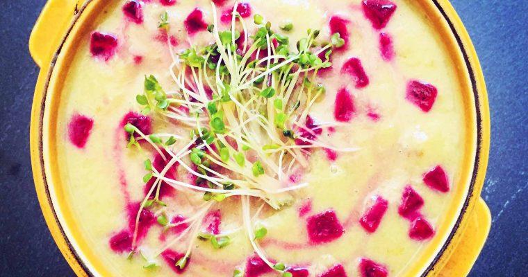 Supă cremoasă de dovlecel cu avocado