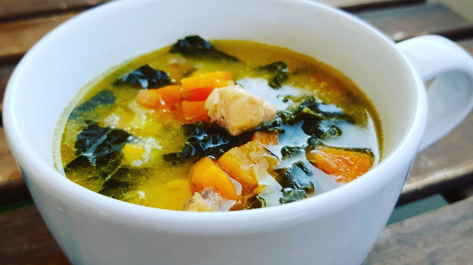 Supă exotică cu somon și creveți