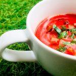 supă cu sfeclă și iaurt