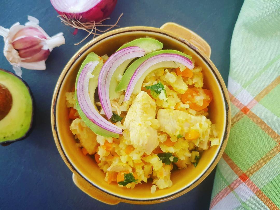 Pilaf de conopidă cu pui și morcovi